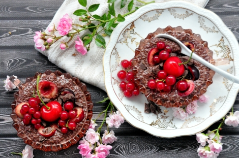 Low Carb Chocolate & Cherry Chia Pudding